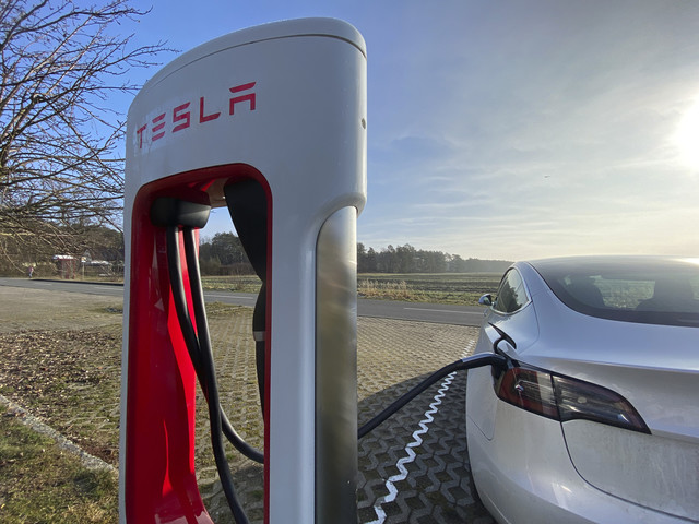 Hitting the Books: How Tesla engineers solved the problem of exploding EV batteries