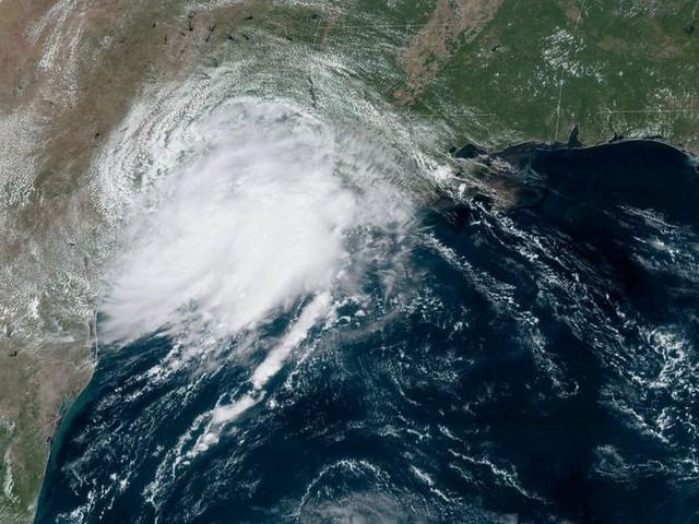 Tropical Storm Imelda makes landfall, threatens havoc on Houston flights this week