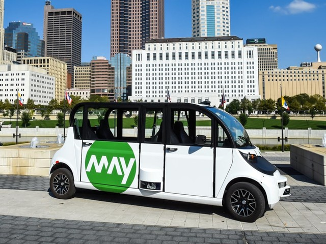 Confused Police Officer Pulls Over Self-Driving Shuttle