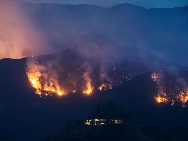 As the Thomas fire burns, Santa Barbara County alerts go bilingual
