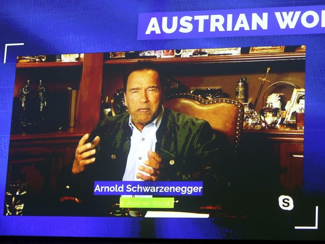 Schwarzenegger: Use stimulus funds to invest in clean-energy