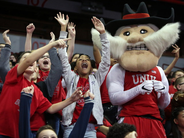 Las Vegas students attend UNLV Lady Rebels game — PHOTOS