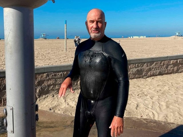 Oil spill sidelines surfers, hurts shops in California