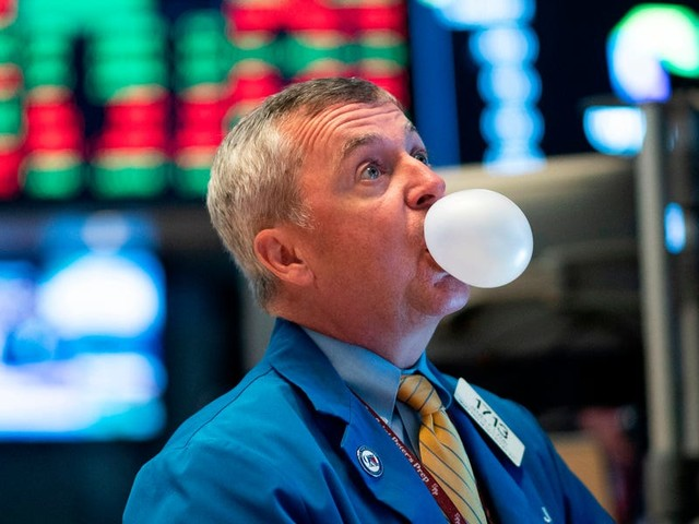'This bubble will likely collapse': JPMorgan sounds the alarm on a hugely popular trade that's twice as overstretched as it was before the dot-com crash