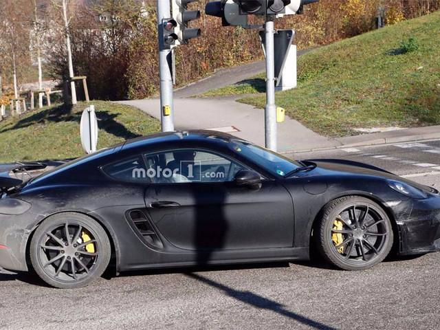 2018 Porsche 718 Cayman GT4 is a dirty girl