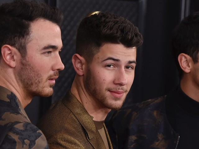 Nick Jonas performed at the 2020 Grammys with food in his teeth and he had the best response