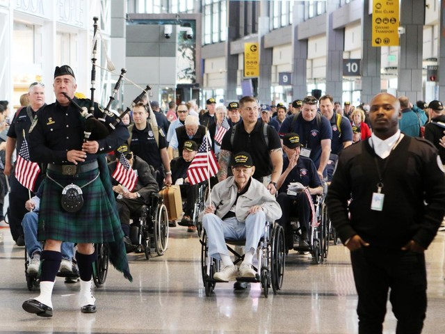 51st Honor Flight takes 22 WWII, Korean and Vietnam War veterans to Washington D.C.
