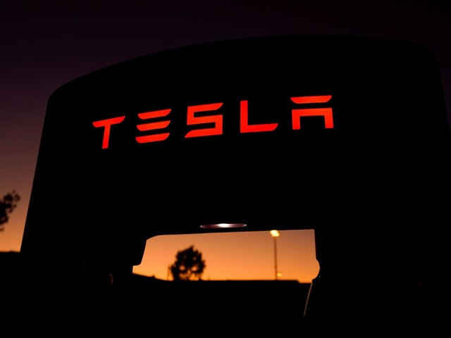 Government Said to Plan Incentives to Bring In Manufacturers Such as Tesla
