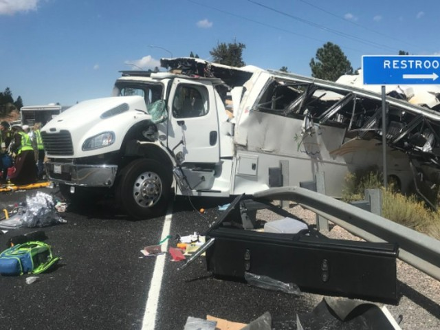 Officials: Tour bus crash near national park in Utah kills 4