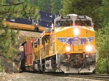 """""""I've Never Seen Anything Like This"""": Shippers Using West Coast Ports Can't Book Rail On BNSF And Union Pacific"""