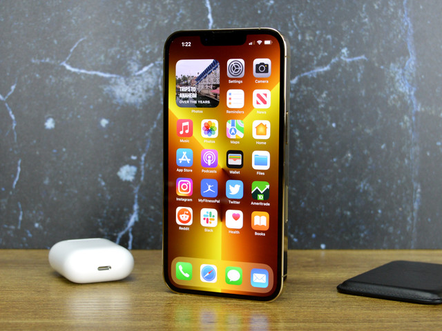 iPhone 14 design without notch is a stunner in this video