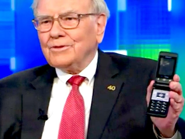Warren Buffett finally gave up his flip phone and got an iPhone (APPL)