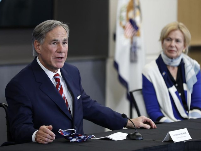 Texas Bar Owners Sue Governor: He's 'Acting Like a King'