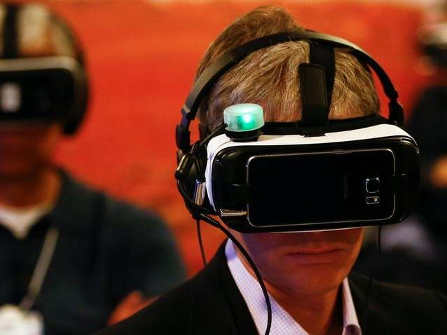 Virtual and augmented reality could be game-changing for how Wall Street tackles data in the coming decade