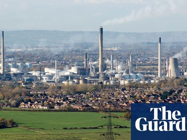 Stanlow oil refinery 'on brink of collapse' as crisis talks continue
