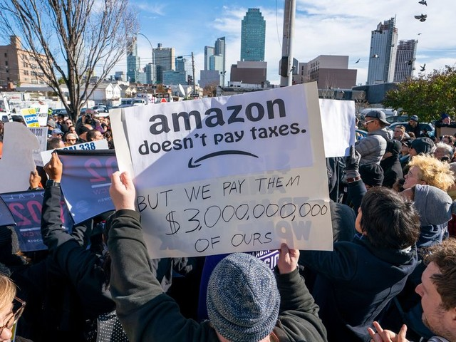 Well well well, looks like an Amazon office is coming to NYC after all