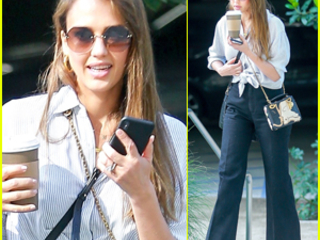 Jessica Alba Kicks Off Her Day with a Meeting
