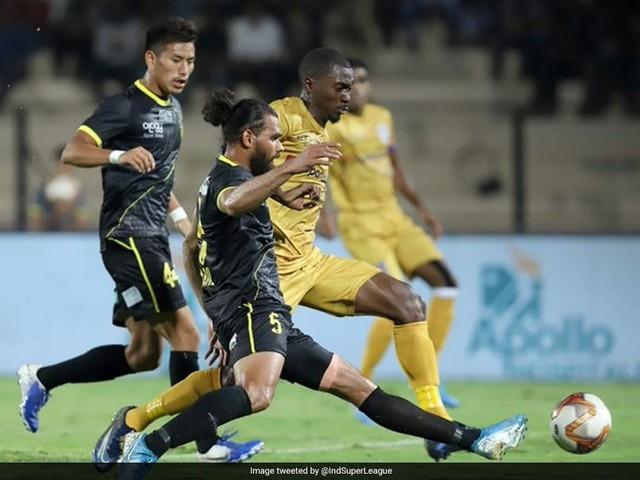 ISL: Hyderabad FC Peg Mumbai City FC Back With Late Penalty