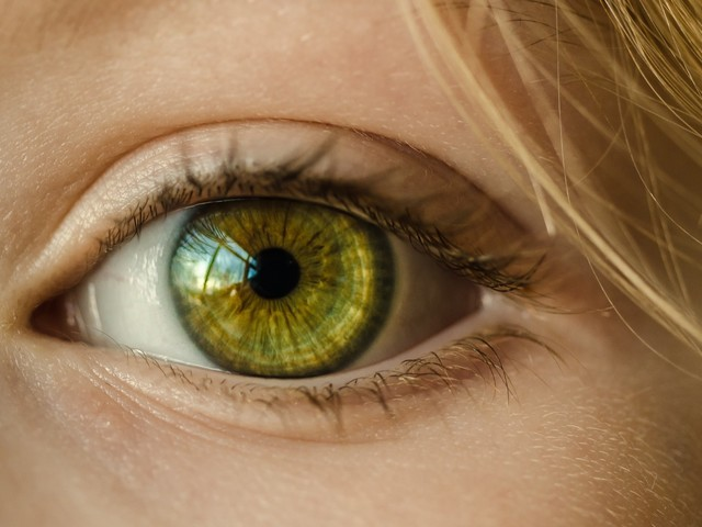 How to Find the Best LASIK Surgeon: Factors to Consider and What to Look For