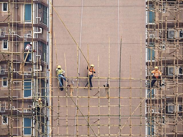 A Rare Bird's-Eye View of Hong Kong's Vanishing Rooftop Culture