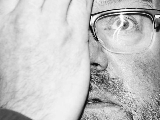 Vaughan Oliver, 62, Dies; His Designs Gave Indie Rock 'Physical Dimension'