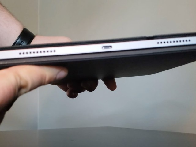 Video details compatibility between 2020 Magic Keyboard and 12.9-inch M1 iPad Pro