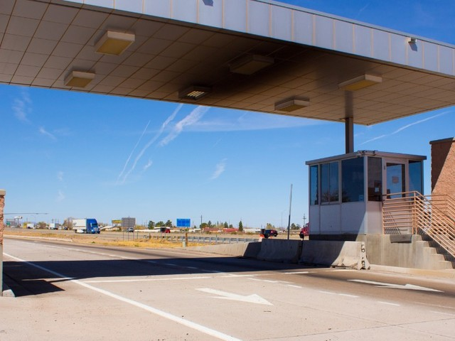What Are Weigh Stations On the Highway?