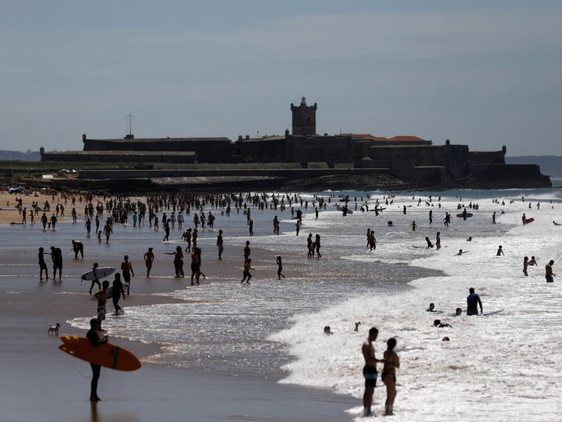 "Portuguese Enjoy ""First State-Sanctioned Beach Day"" Since COVID-19 Outbreak Started: Live Updates"