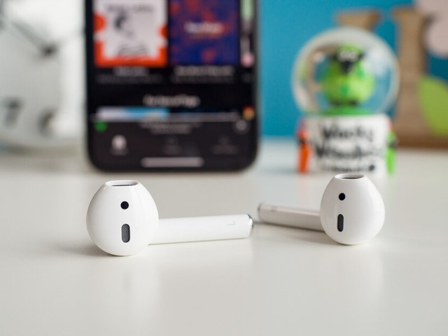 UK: Vodafone jumps ahead of rumours, offers free AirPods with your iPhone purchase