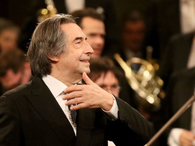 Muti extends to 2022-23 as Chicago Symphony music director