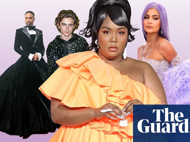 Pointless handbags and portentous brooches: the year in fashion