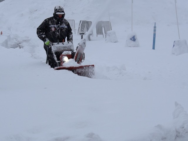 Forecast gives Sierra-bound travelers 1st weekend of mild weather in month, albeit briefly