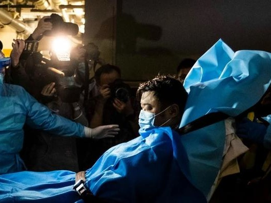 Scenes From China's Holiday Viral Outbreak