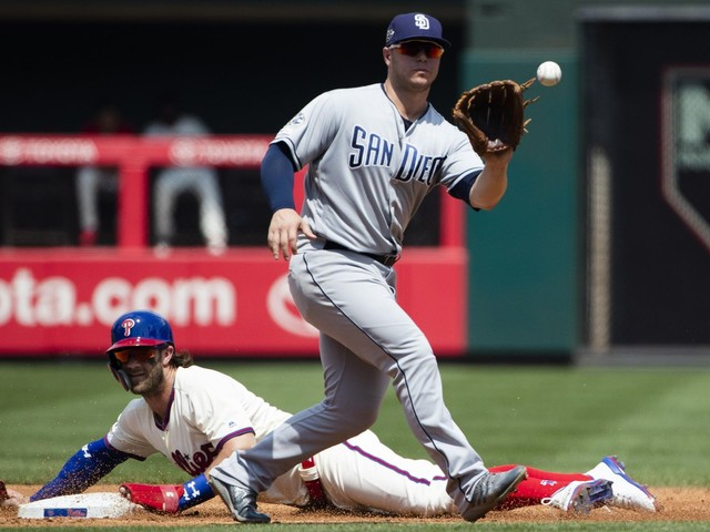 Phillies star Harper leaves game because of dehydration