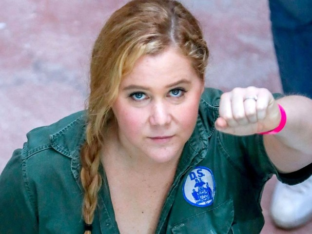 Amy Schumer supports protesting NFL players by saying no to Super Bowl ads