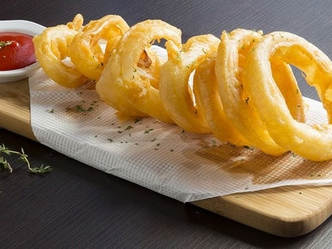 These Crunchy And Cheesy Onion Rings Are Perfect To Pair With Cocktails