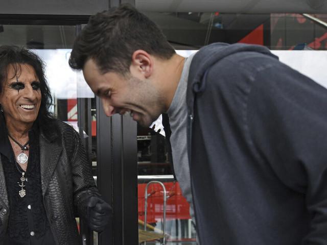 Odd couple: Mayfield, rocker Alice Cooper team for TV spot
