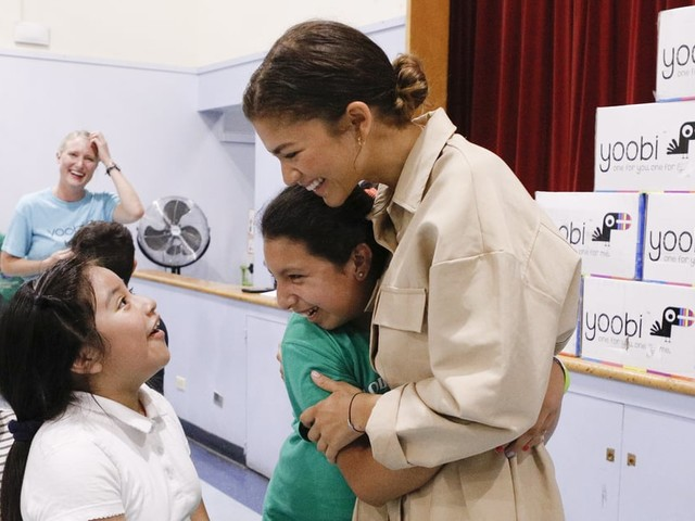 Aww! Zendaya Surprises Students in Her Hometown by Hand-Delivering School Supplies