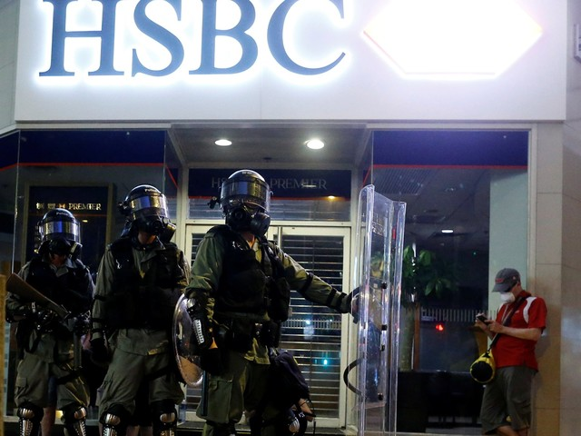 Hong Kong protesters are calling for massive ATM withdrawals in an economic warning to China