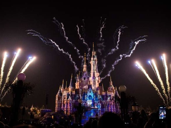 Shanghai Disney & 70,000 China Movie Theaters Close for Wuhan Coronavirus