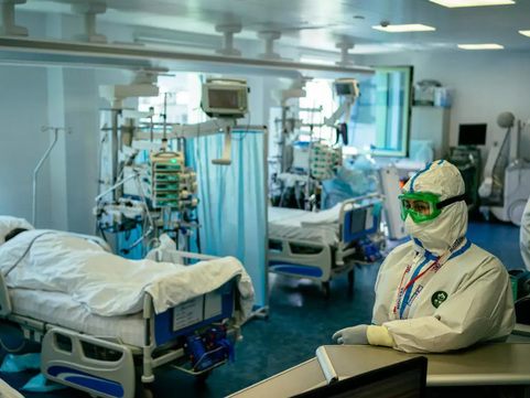 Moscow Hospitals Overwhelmed As Russia Hits 100,000 COVID Cases, Surpassing Iran & China