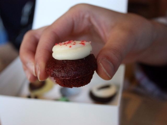 Google Maps Removes Calorie-Burning Cupcake Counter over Complaints About Fat Shaming