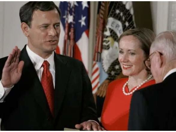 Chief Justice John Roberts' Family: 5 Fast Facts You Need to Know