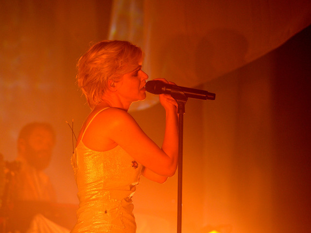 Robyn turns Madison Square Garden into smoke-filled after-hours club
