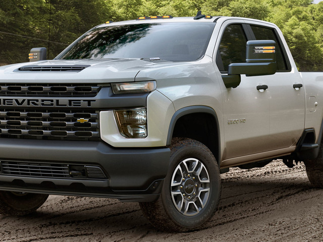 2020 Chevrolet Silverado HD Debuts With New 6.6-liter V8 And 35,500 Pound Towing Capacity