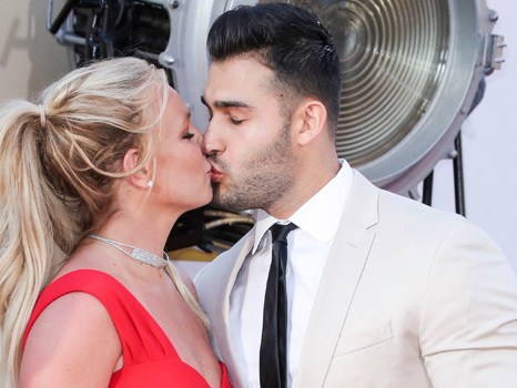 Britney Spears & Boyfriend Sam Asghari Couple Up & Kiss At 'Once Upon A Time In Hollywood' Premiere