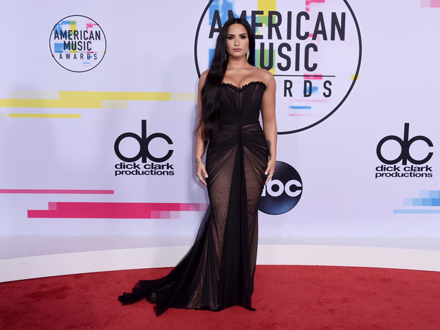 American Music Awards 2017: See photos of what the stars are wearing