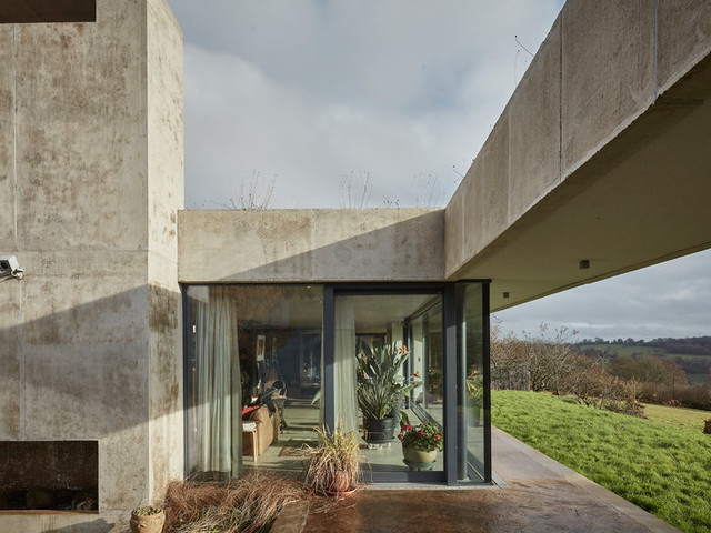 House Hunting in England: A Modernist Gem in the Countryside