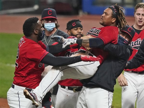 Indians win walk-off over White Sox to clinch playoff berth