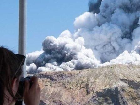 New Zealand Volcano Erupts - Five Dead as Authorities Warn to Brace for Further Casualties